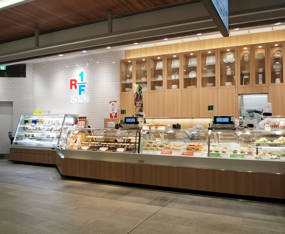 RF1NEWoMan新宿店